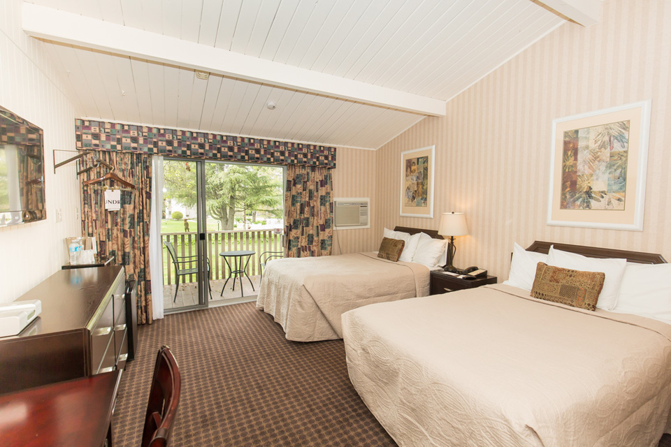 Standard Two Double Beds - Los Gatos Lodge - Los Gatos, CA