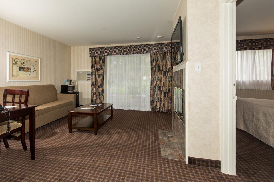 Garden View King Suite - Los Gatos Lodge - Los Gatos, CA