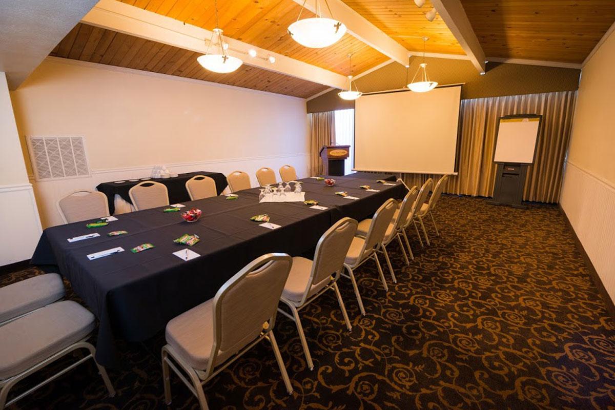 The Saratoga Room - Los Gatos Lodge - Los Gatos, CA